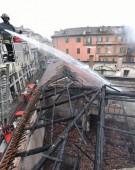 Foc la grajdurile regale din Torino
