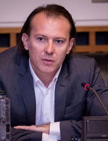 Amenințat cu moțiunea, ministrul Finanțeloranunță o premieră
