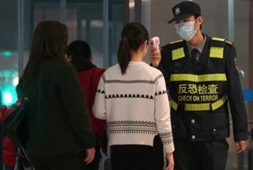 China, în război virusului ucigaș. Armata închide oraşele