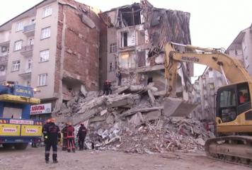 Cutremur puternic în Turcia. Peste 20 de decese şi 1.000 de răniţi (VIDEO)