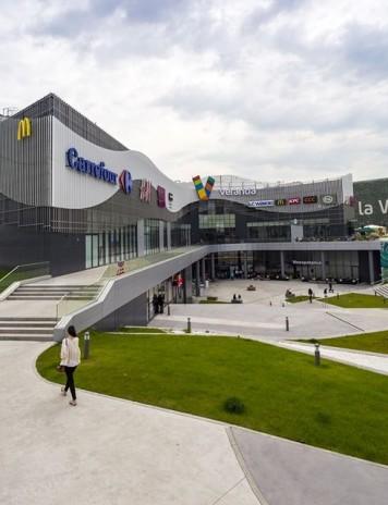 UPDATE – Alertă FALSĂ cu bombă la Veranda Mall, din Capitală