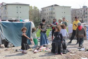 Începe evacuarea țiganilor din ghetouri. Unde îi duc?