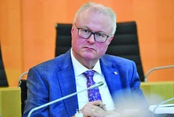 Ministru de finanţe, sinucidere din cauza pandemiei