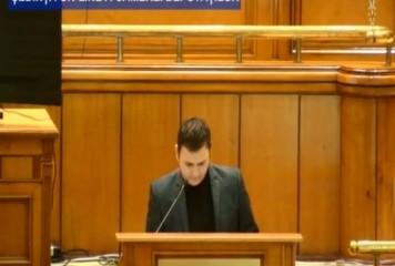 "Dialog de neimaginat. Deputat sunat din Parlament: ""Nelu, cum votezi la proiect?""/""Habar n-am, am dormit"" (VIDEO)"