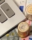 Euro doboară, miercuri, un nou record în raport cu leul