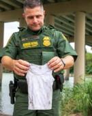 """Efectul Trump: Tânăr hispanic și fiica sa de doi ani s-au înecat, încercând să treacă """"ilegal"""" spre SUA"""
