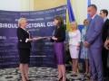Dăncilă, așteptată de susținători la depunerea candidaturii la prezidențiale