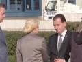 Dăncilă şi Orban au dat mâna la aeroport