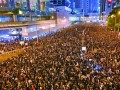 Hong Kong nu se lasă: sute de mii de oameni, din nou în stradă