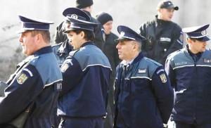 POLITISTI FANE 185 300x182 Peste 1.200 de permise retinute si mii de amenzi date, pana acum, in minivacanta de 1 mai!