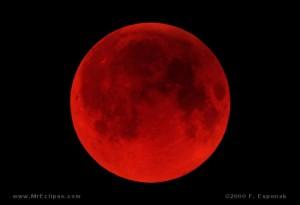 Luna rosie foto mreclipse.com  300x205 Poze, imagini cu Eclipsa  de luna   15.06.2011
