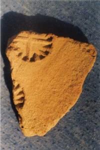 arhi2 copy 201x300 Crucea cu raze de la Tartaria, cel mai vechi simbol religios al lumii