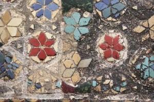2 floricele rosii galbene si albastre care inconjoara centrul universului copy 300x200 Regii britanici, patronati de Sfantul Gheorghe, cavalerul get de Capadochia