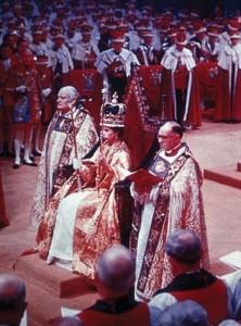3 incoronarea elisabetei a II a in 1953 prima ceremonie televizata copy 222x300 Regii britanici, patronati de Sfantul Gheorghe, cavalerul get de Capadochia