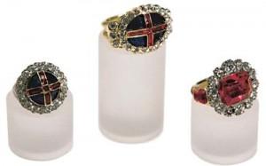4 inelele de incoronare cel din mijloc al lui William al IV lea copy 300x187 Regii britanici, patronati de Sfantul Gheorghe, cavalerul get de Capadochia