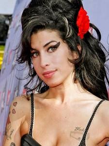 Amy Winehouse 225x300 Moartea lui Amy Winehouse, cel mai cautat subiect pe Google