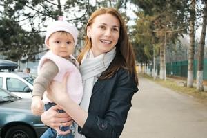 Ana si copilul 300x201 Sanmartean, sponsor pentru CSM ul sotiei