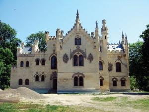 CASTEL1 1 300x225 Castelul Miclauseni, o frumusete blestemata