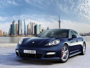 Porsche Panamera Turbo 300x225 Cristi Borcea ii face cadou sotiei o masina de fite de 160 de mii de euro!