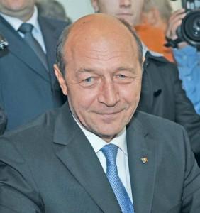 TRAIAN BASESCU FANE 346 copy 282x300 Basescu il ademeneste pe  Antonescu