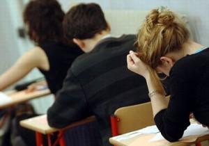 bacalaureat toamna 300x210 BAC ul de toamna, proba de matematica: Foarte multi elevi au iesit din examen predand foile goale!
