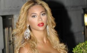 beyonce insarcinata 300x185 Beyonce, in culmea fericirii: A anuntat ca e insarcinata!