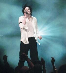 beyonce michael 2 copy 268x300 Jay Z: Beyonce e a doua venire pe pamant a lui Michael Jackson