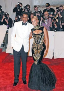 beyonce michael copy 214x300 Jay Z: Beyonce e a doua venire pe pamant a lui Michael Jackson