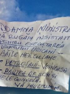 bilet 225x300 Ce i a scris un batran Elenei Udrea pe un biletel. Vezi AICI!
