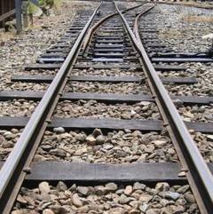 cale ferata accident TIR cazut de pe un podet direct pe calea ferata