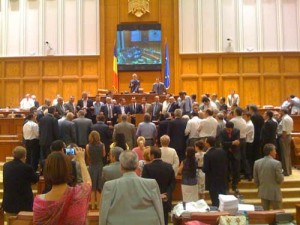 parlament1 300x225 Scutirea sarmanilor de la plata ratelor bancare, o aberatie