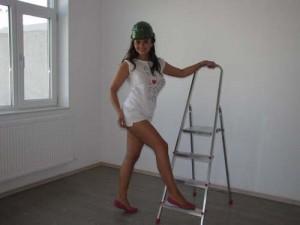 poza zilei cristina casa 300x225 Cristina Siscanu, sexy zugravita
