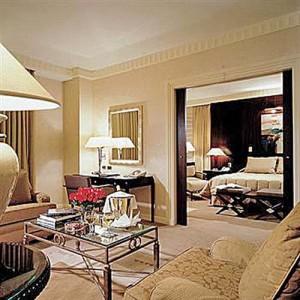 sofitel new york suite copy 300x300 DSK a scapat! Vezi misterele camerei de la Sofitel