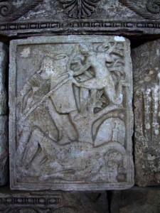51 225x300 Codul getic de pe statuia de la Adamclisi