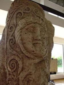 6 225x300 Codul getic de pe statuia de la Adamclisi