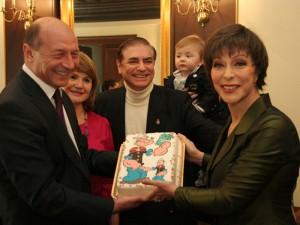 131843771311base 300x225 Finul lui Basescu, atac la Regele Mihai: N ai facut nimic pentru romani timp de 50 de ani