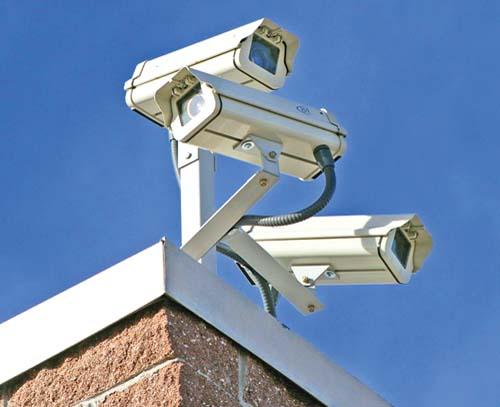 http://www.enational.ro/wp-content/uploads/2011/10/camere-de-supraveghere-pentru-exterior-1.jpg