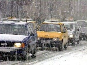 ninsoare trafic 300x225 Vine iarna! Vremea se raceste in toata tara