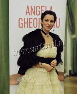 Angela Gheorghiu Narcis Pop 9 247x300 Angela Gheorghiu isi canta povestea pe muzica de Vanghelis