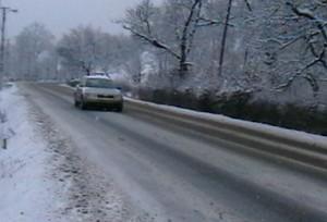 iarna drum 300x204 Vremea se schimba, de miercuri: revin ninsorile si vantul puternic!