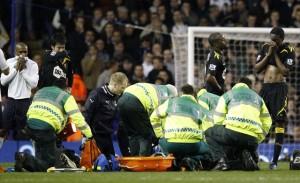 muamba 300x183 Fotbal: Tottenham   Bolton, intrerupt dupa ce Muamba a suferit un atac de cord pe teren