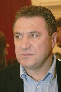 victor medalion 200x300 Fostul impresar Victor Becali, eliberat conditionat: Fotbalul nu ma intereseaza