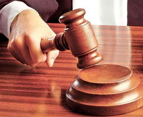 ciocan judecatorie Un conferentiar universitar ajunge in instanta din cauza unor bonuri valorice