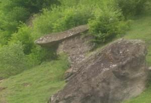 2 altar ciclopic 300x204 Calea Zeilor din Cetateni, cel mai misterios loc din Romania  (I)