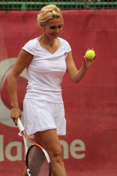 1 iunie: Ruxandra Dragomir invita la tenis, de Ziua Copilului, peste 100 de  micuti din centre de plasament | Ziarul National