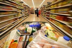 cos cumparaturi supermarket 300x200 Citeste etichetele alimentelor ca sa te feresti de boli