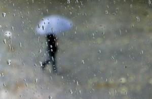 ploaie 300x195 Vreme rece, ploi si ninsori, incepand de duminica