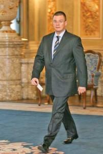 ungu 202x300 Mihai Razvan Ungureanu si a cumparat lame de ras, deodorante si parfumuri din bugetul de stat!