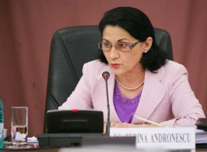 CATI ANDRONESCU FANE 29 300x220 Sefa de la Ministerul Educatiei, asteptata la Ora Guvernului, in Parlament