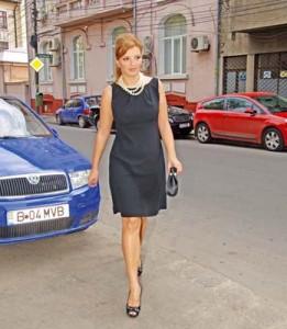 "ioana basescutifet 261x300 ""Fetele lui tata"", Ioana si Elena Bobita Basescu, campioane la inot!"